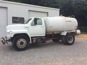 1994 Ford F700 Water Truck
