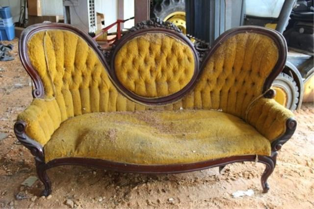 Lot 12 Of 249: Victorian Medallion Back Sofa